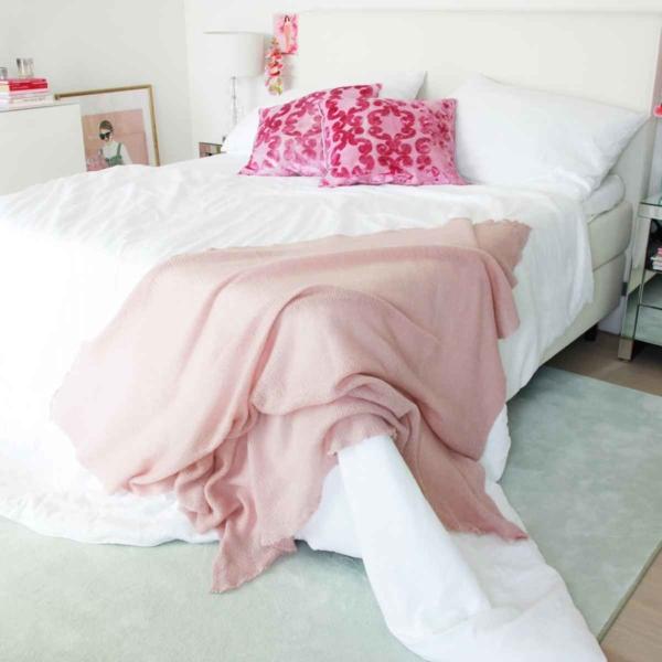 gestrickte sofadecke rosa mohair